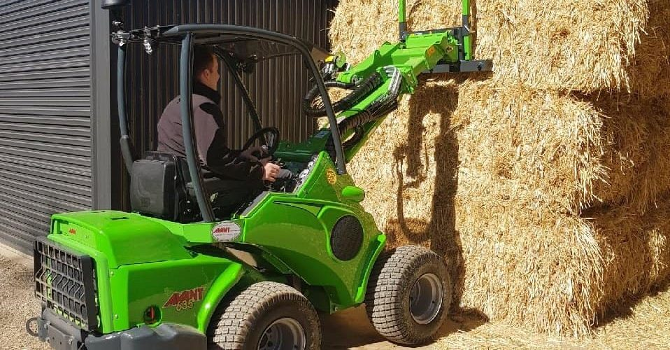 Avant Mini Articulated Loader For equestrians